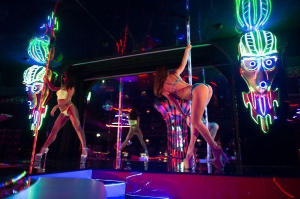 Видео в клубе клуб брянск ебутся надо