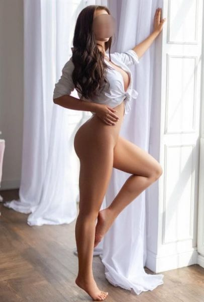 Zarina grey