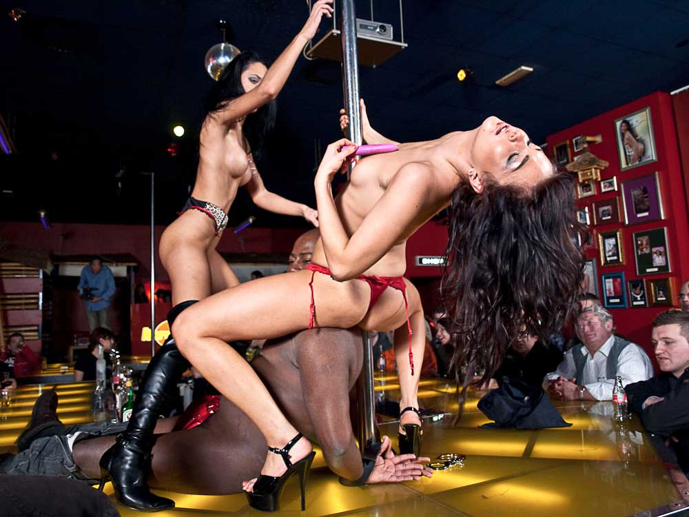 video-erotic-bar-dancers